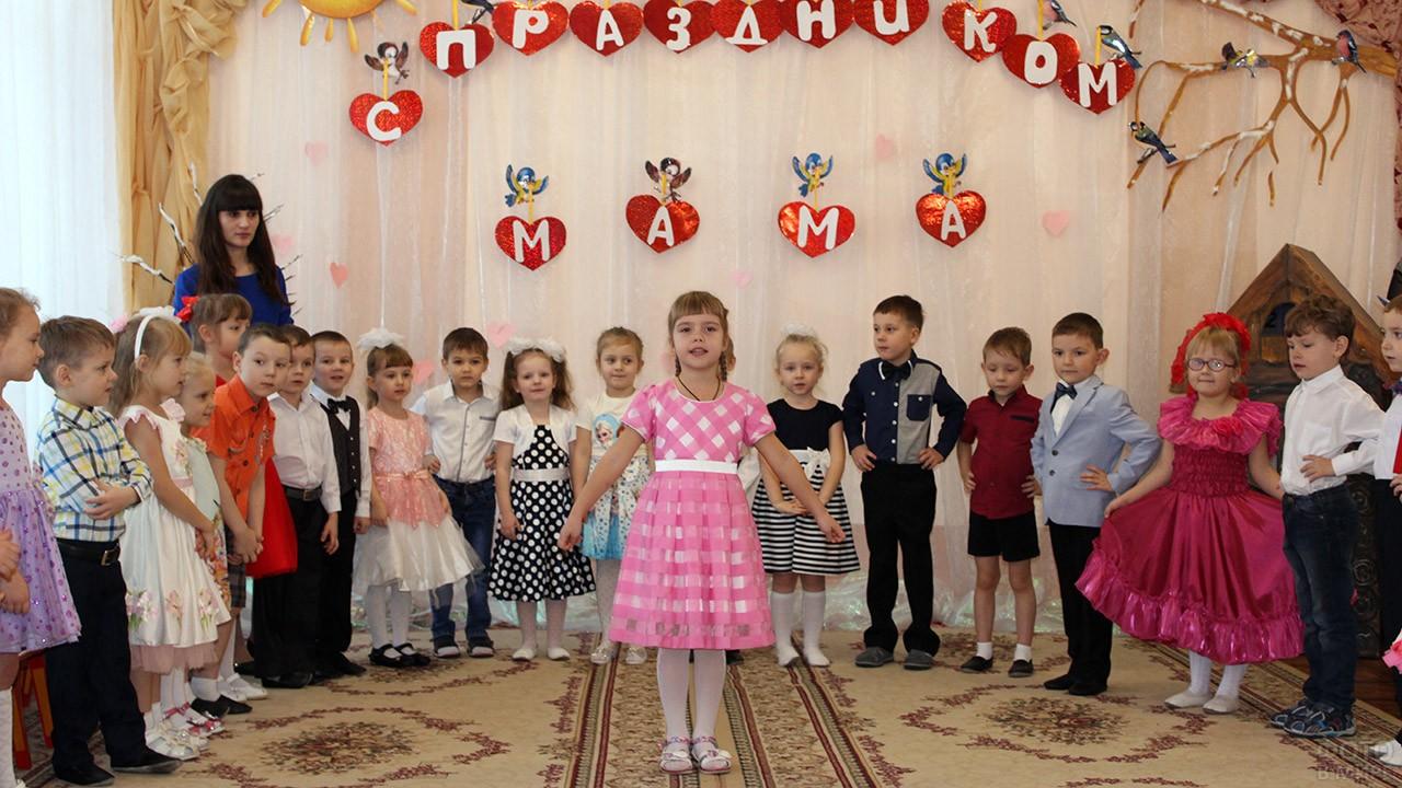Выступление на утреннике в детском саду
