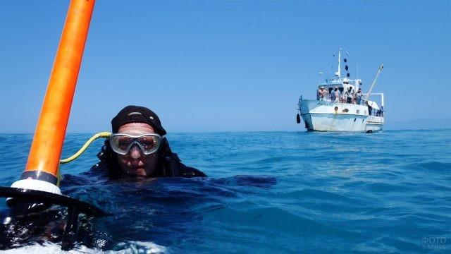 Океанолог во время работ в Чёрном море