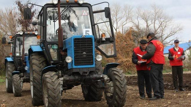 Соревнования трактористов на природе