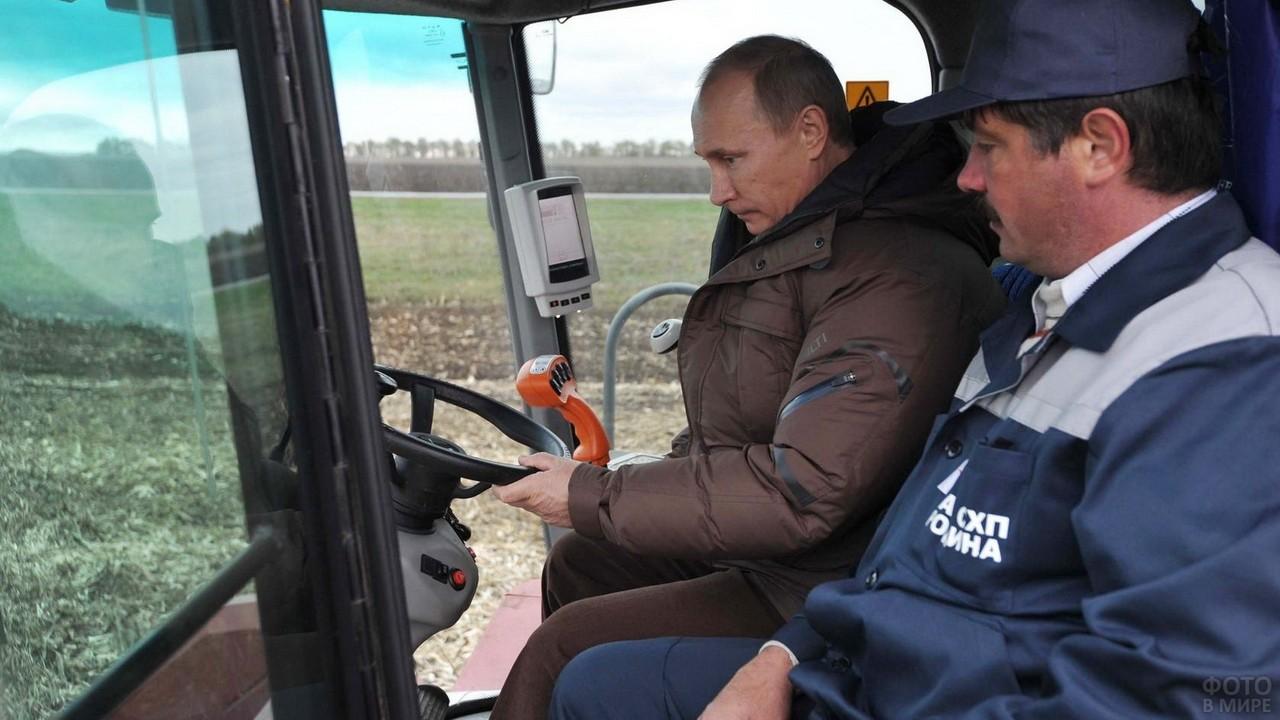 Владимир Путин за рулём трактора