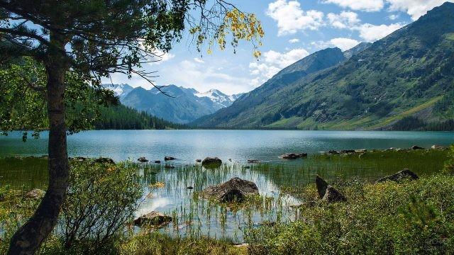 Мультинское озеро в солнечную погоду