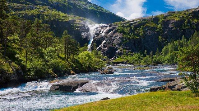 Шикарный водопад Алтайского заповедника
