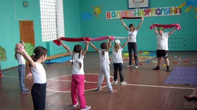 Урок физкультуры для учеников младших классов