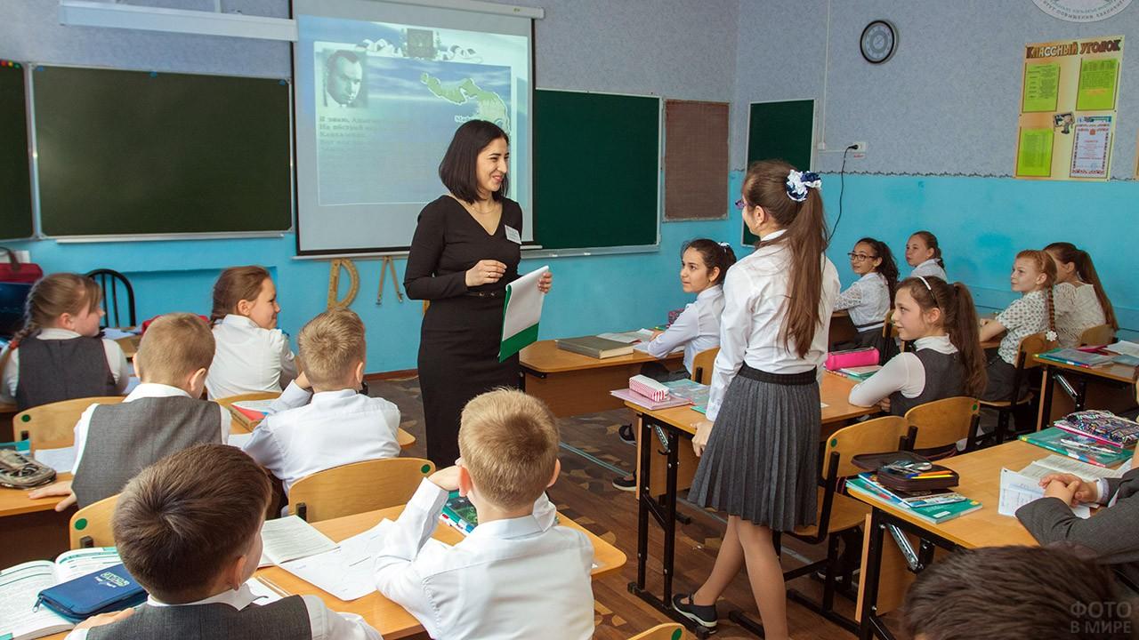 Урок обществознания в пятом классе