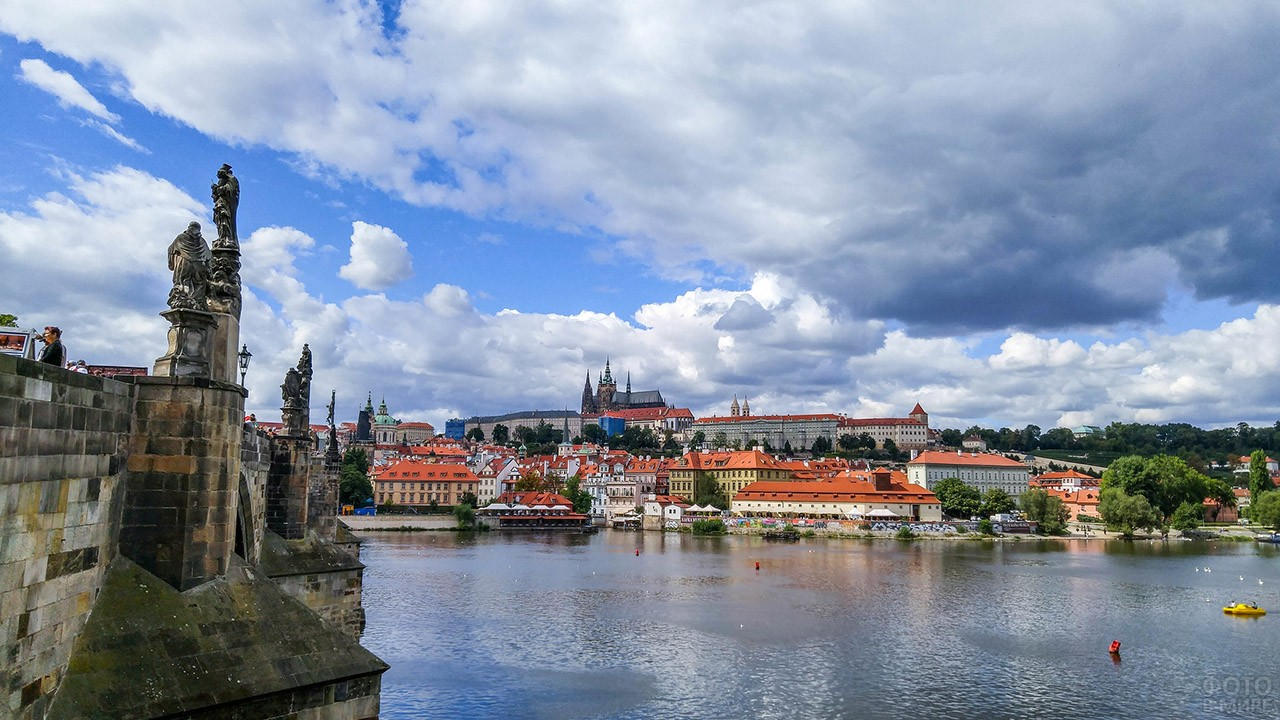 Вид на летнюю Прагу с пилона