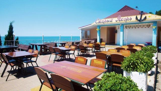 Кафе на пляже санатория Парус