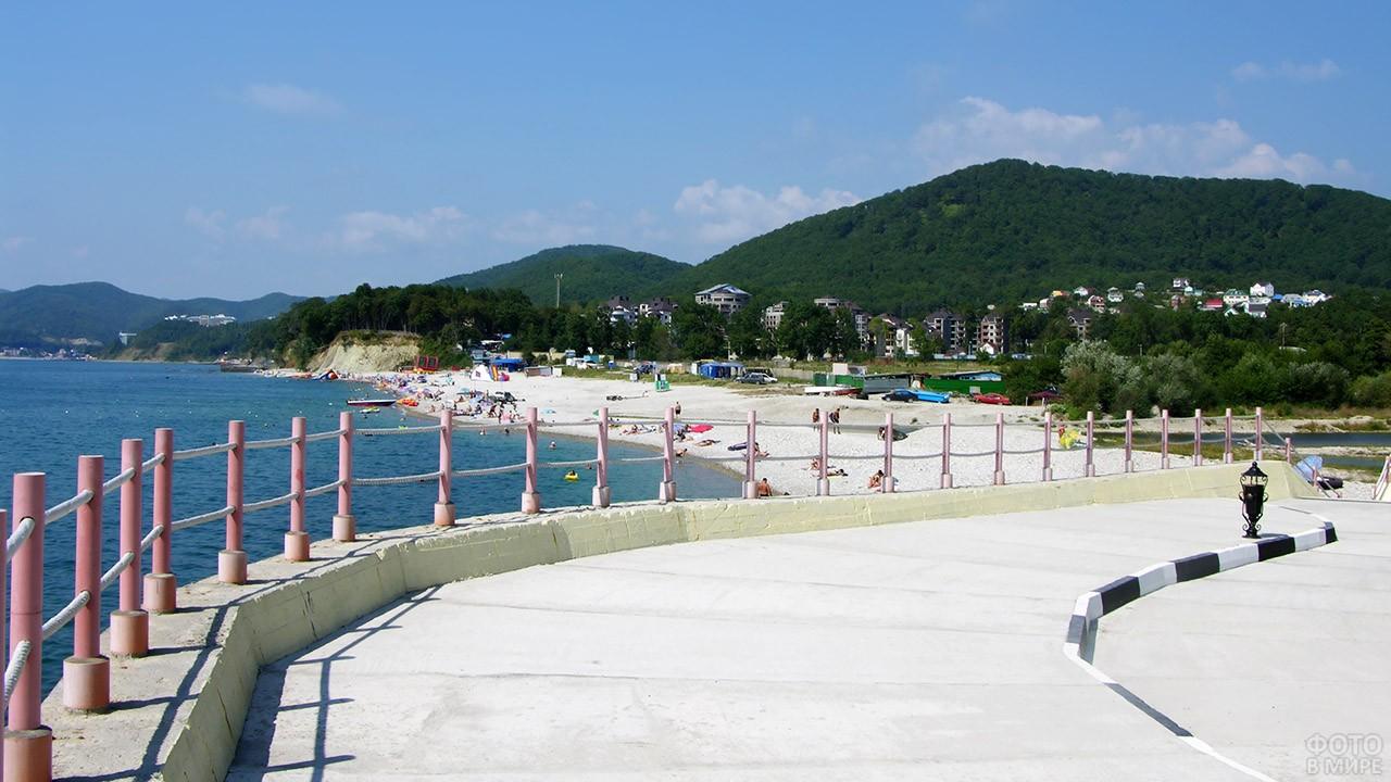 Вид на Центральный пляж с набережной