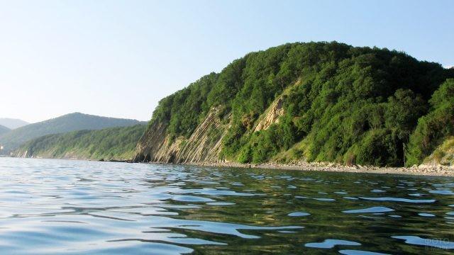 Вид с моря на лесопарк Кадош