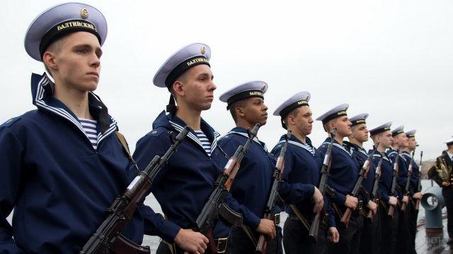 Моряки Балтийского флота на причале