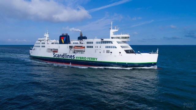 Пассажирский пароход в Балтийском море