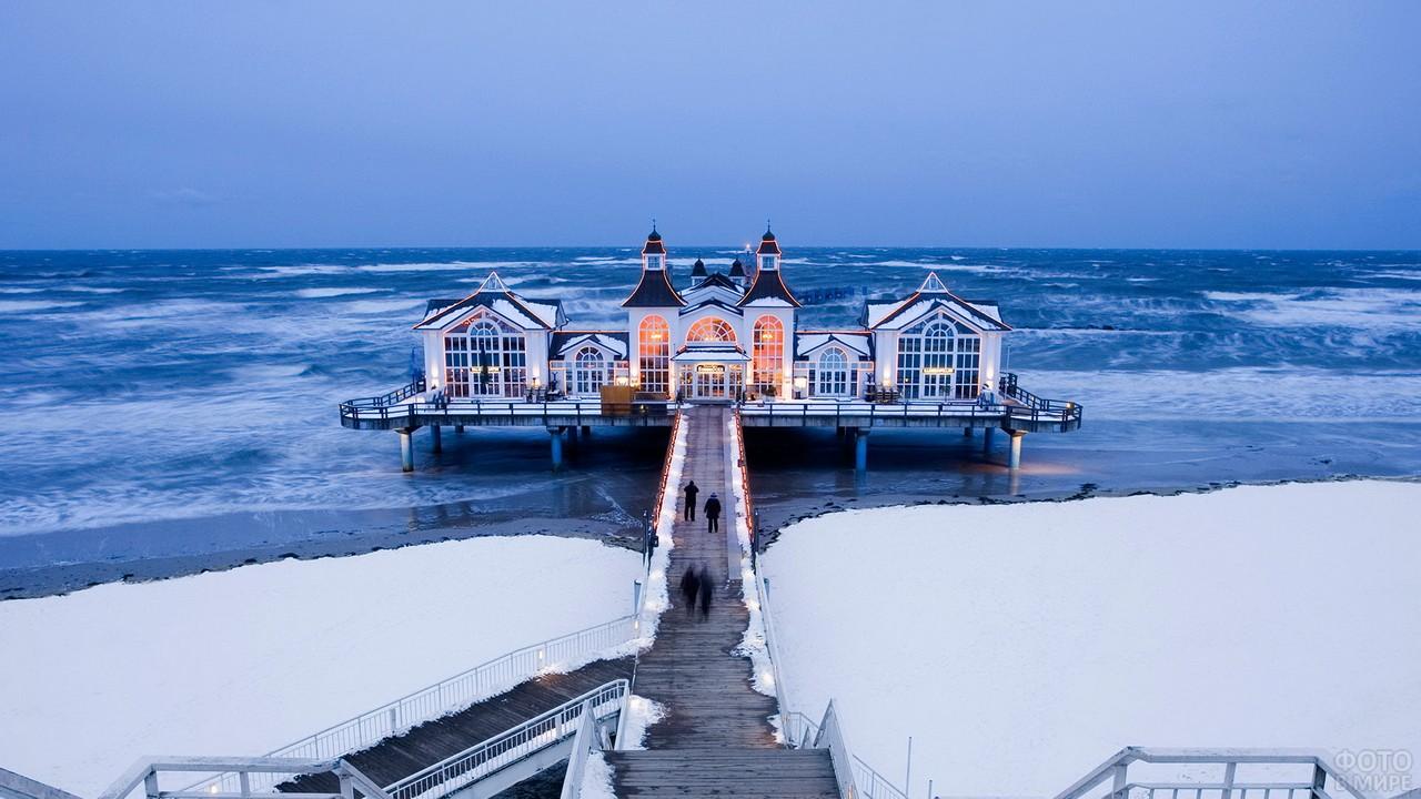 Причал в Мекленбурге на берегу моря