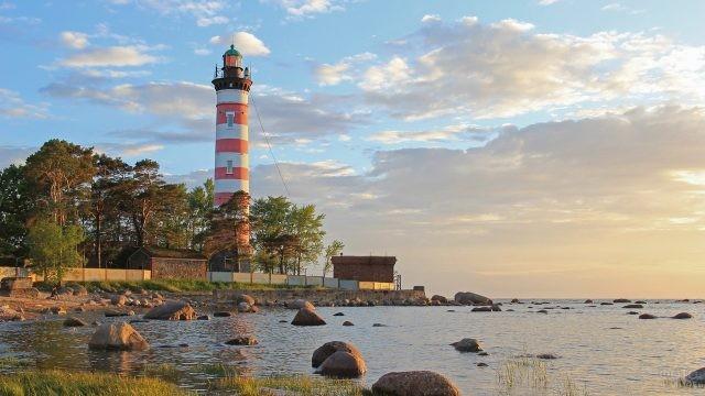 Шепелёвский маяк на берегу Балтийского моря