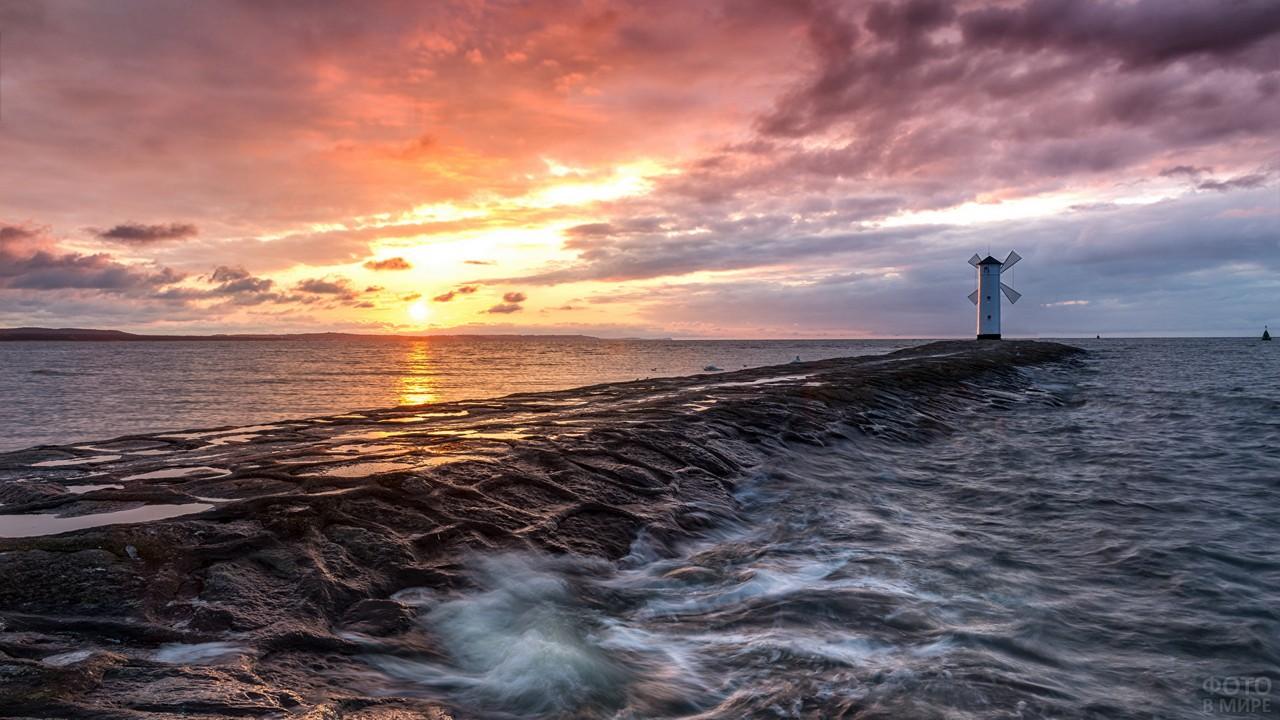 Свиноуйсьценский маяк в Балтийском море