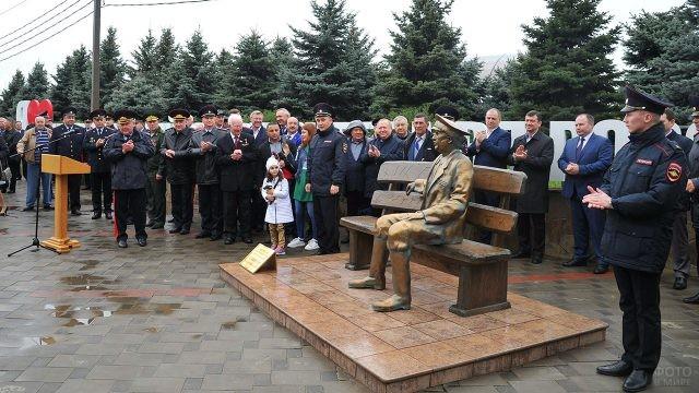 Открытие памятника киногерою участковому Анискину