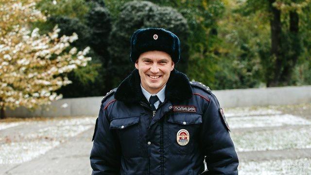 Старший участковый уполномоченный УМВД в звании капитана полиции