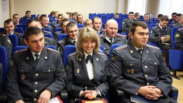Участковые уполномоченные полиции УВД принимают поздравления