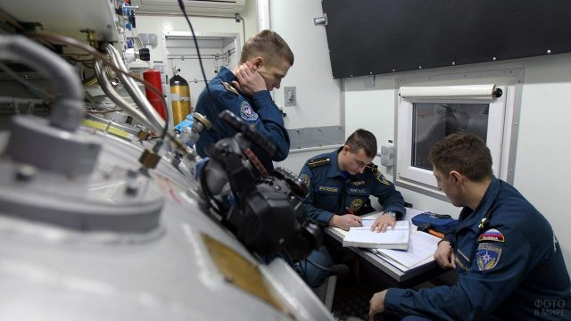 Спасатели в центре водолазной подготовки