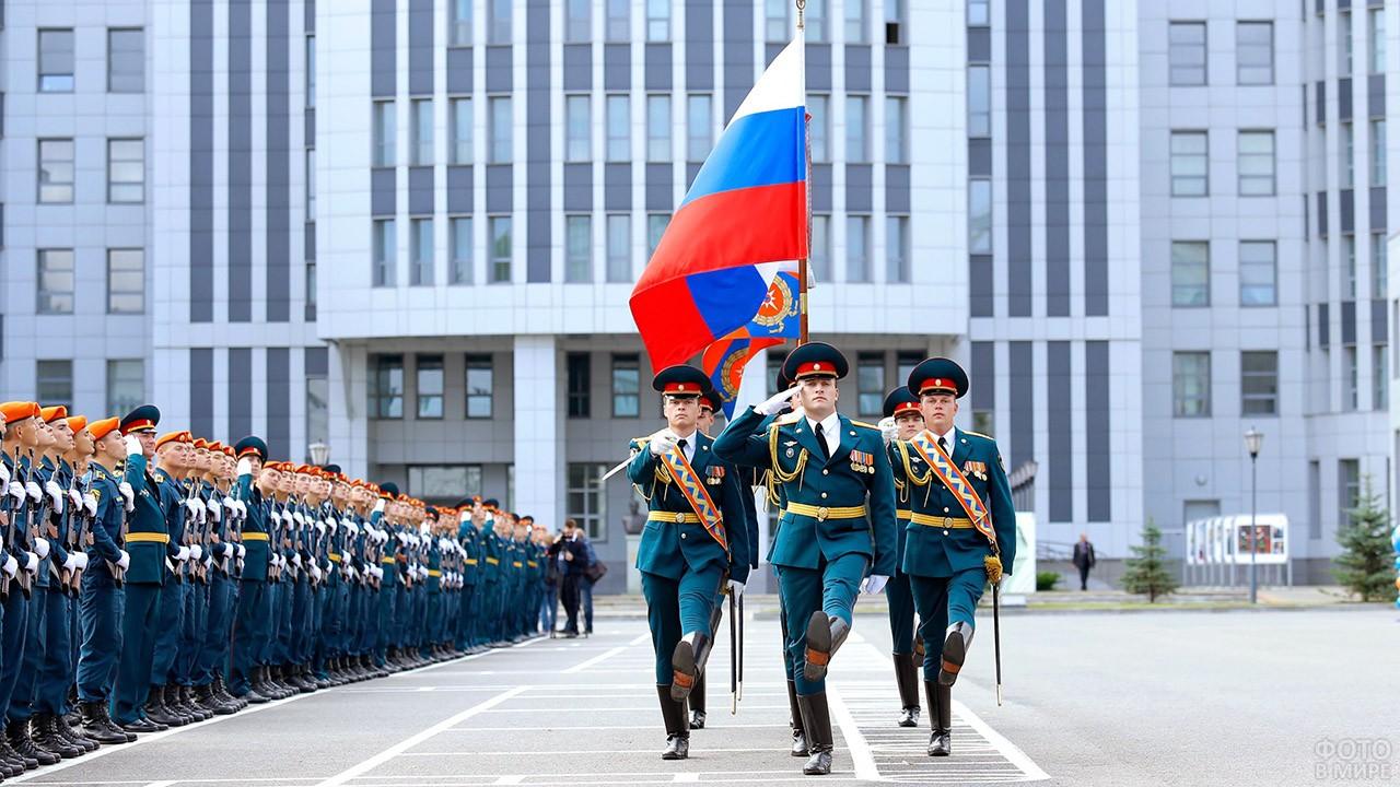 Торжественный парад в Академии гражданской защиты МЧС России
