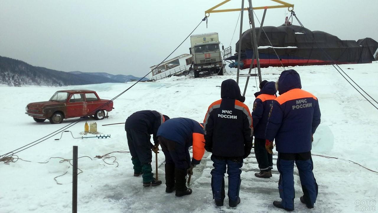 Зимние учения водолазной службы МЧС России