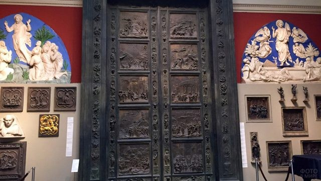 Бронзовые Райские врата середины 15 века