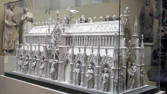 Экспонат в зале средневекового итальянского искусства