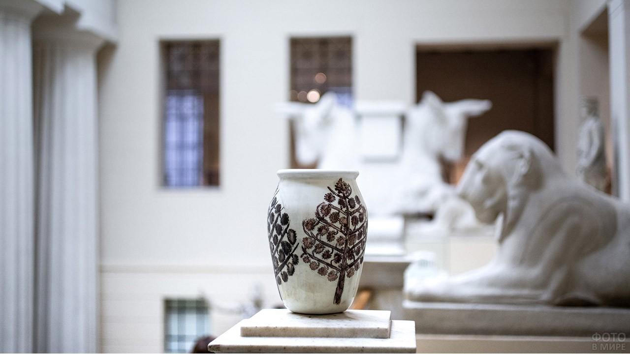 Керамическая ваза ученика курсов при Пушкинском музее