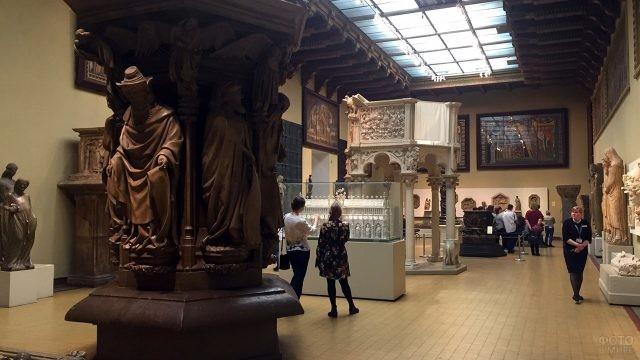Зал средневекового итальянского искусства