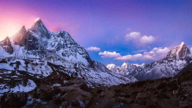Пейзажный вид величественных Гималайских гор