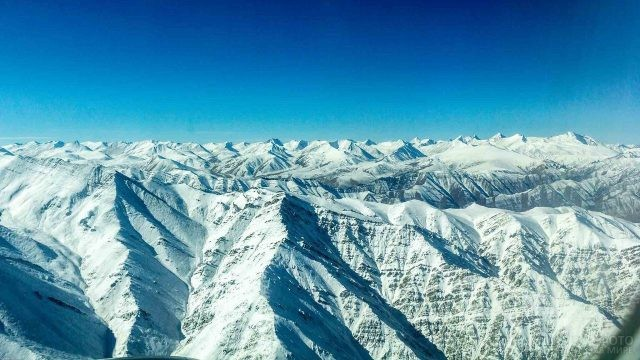 Снежные вершины Гималайских гор