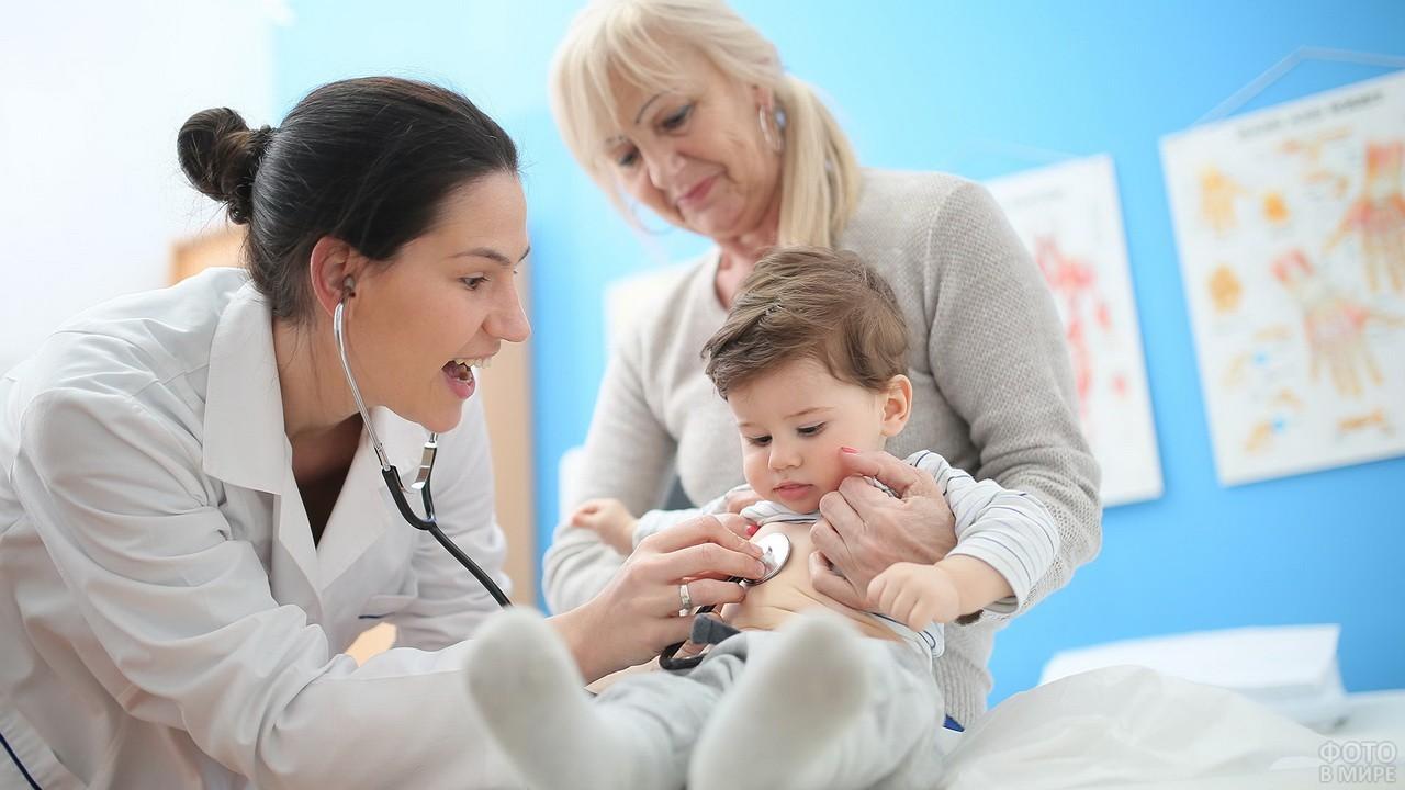 играют фото врачей с детьми также