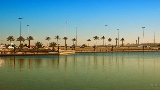 Набережная Триполи с пальмами