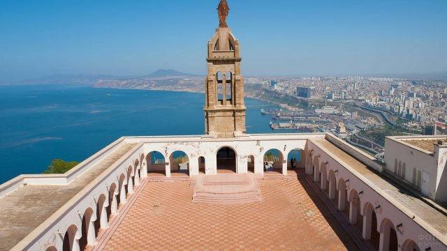 Вид на город Оран сверху