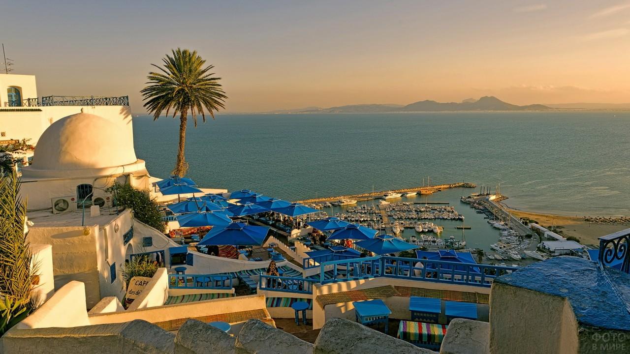 Вид с города Тунис на Средиземное море
