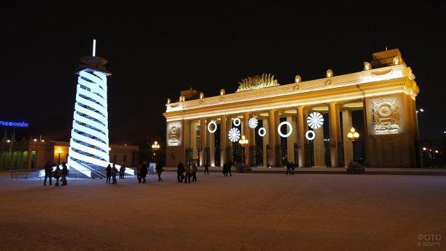 Новогодняя инсталляция у Центрального входа