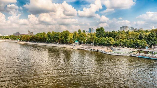 Панорама набережной Москвы-реки в Парке Горького