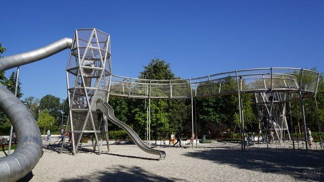 Урбанистичные горки на детской игровой площадке Салют