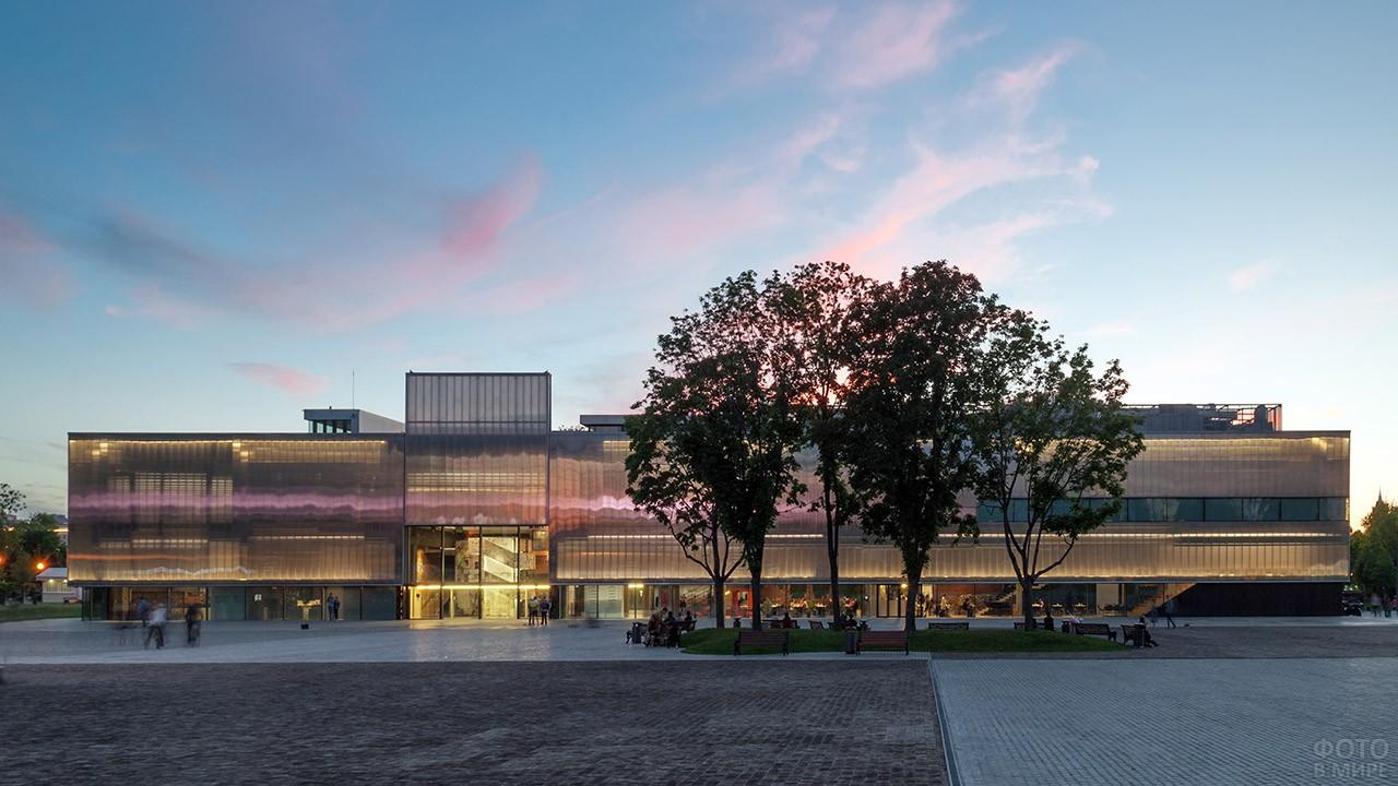 Здание культурного центра Гараж