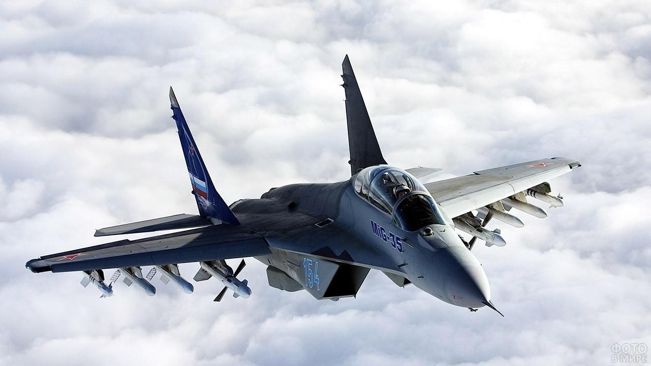 Гордость ВВС РФ над облаками