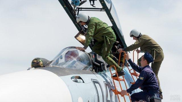 Экипаж истребителя Су-30