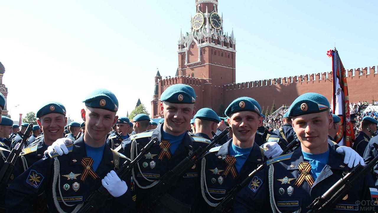 Курсанты академии ВВС на Красной площади
