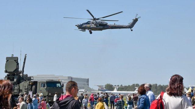 Вертолёт над зрителями Авиадартс в Рязани
