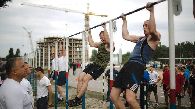 Воронежские курсанты лётного училища на спартакиаде в День ВВС