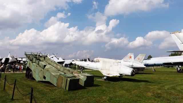 Выставка в День ВВС на аэродроме Монино в Московской области