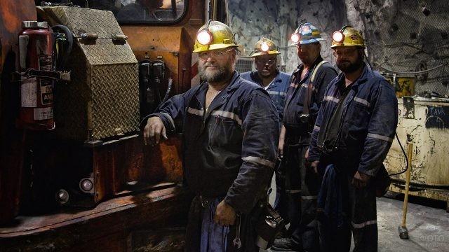 Четверо шахтёров в забое