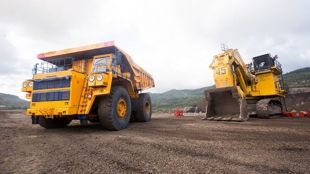 Выставка спецтехники в День шахтёра на Сахалине
