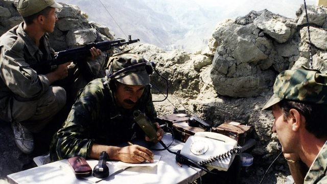 Архивное фото миротворческой бригады ВДВ, 1996 год