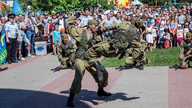 Демонстрация боевой подготовки в День ВДВ