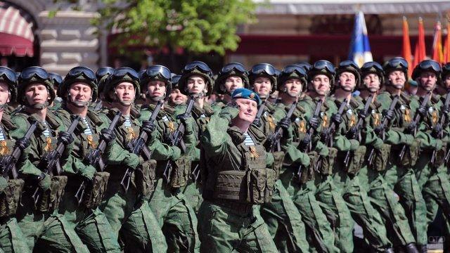 Колонна ВДВ на параде 9 мая