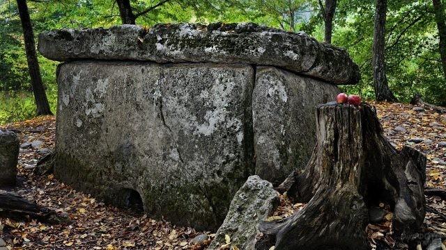 Гузерпильская мегалитическая гробница