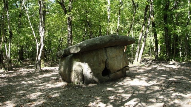 Мегалитическая гробница Краснодарского края